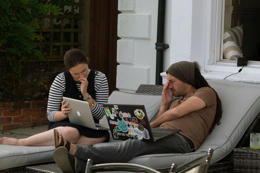 Laura and Simon on laptops